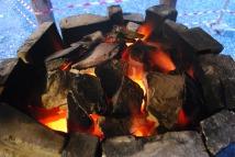Enda bedre glød, mer tildekking og ring av kleberstein rundt toppen for å hindre varmetap